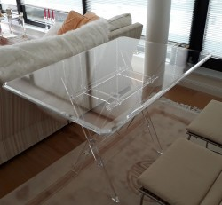 Acrylglas-Klapp-Tisch