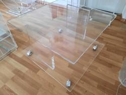 Acrylglas Rolltisch